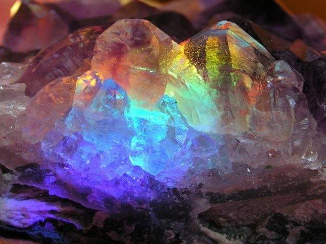 Qual pedra preciosa combina com você?