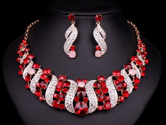 Qual joia luxuosa mais combina com você?