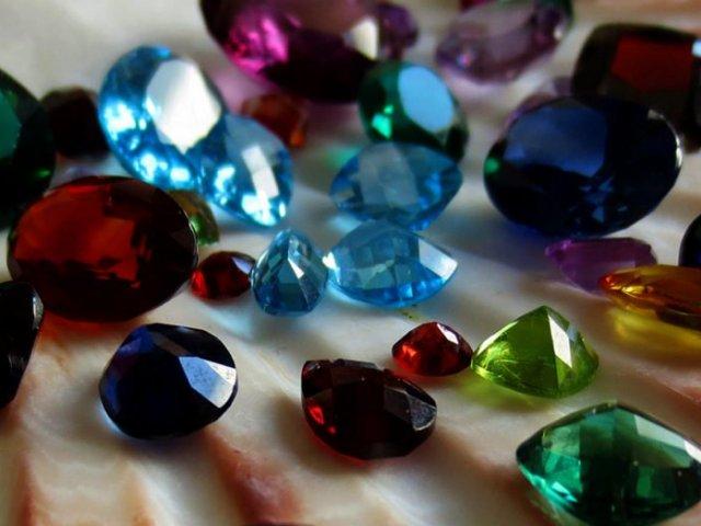 Qual pedra preciosa é você?